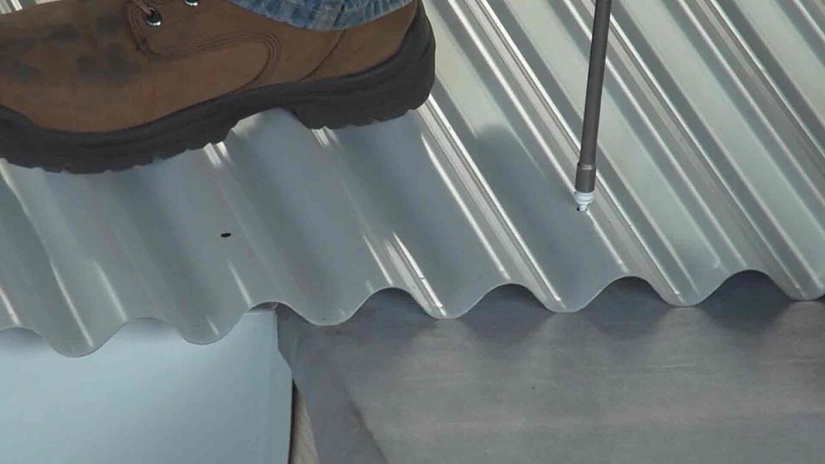 fastening-metal-roof-screws