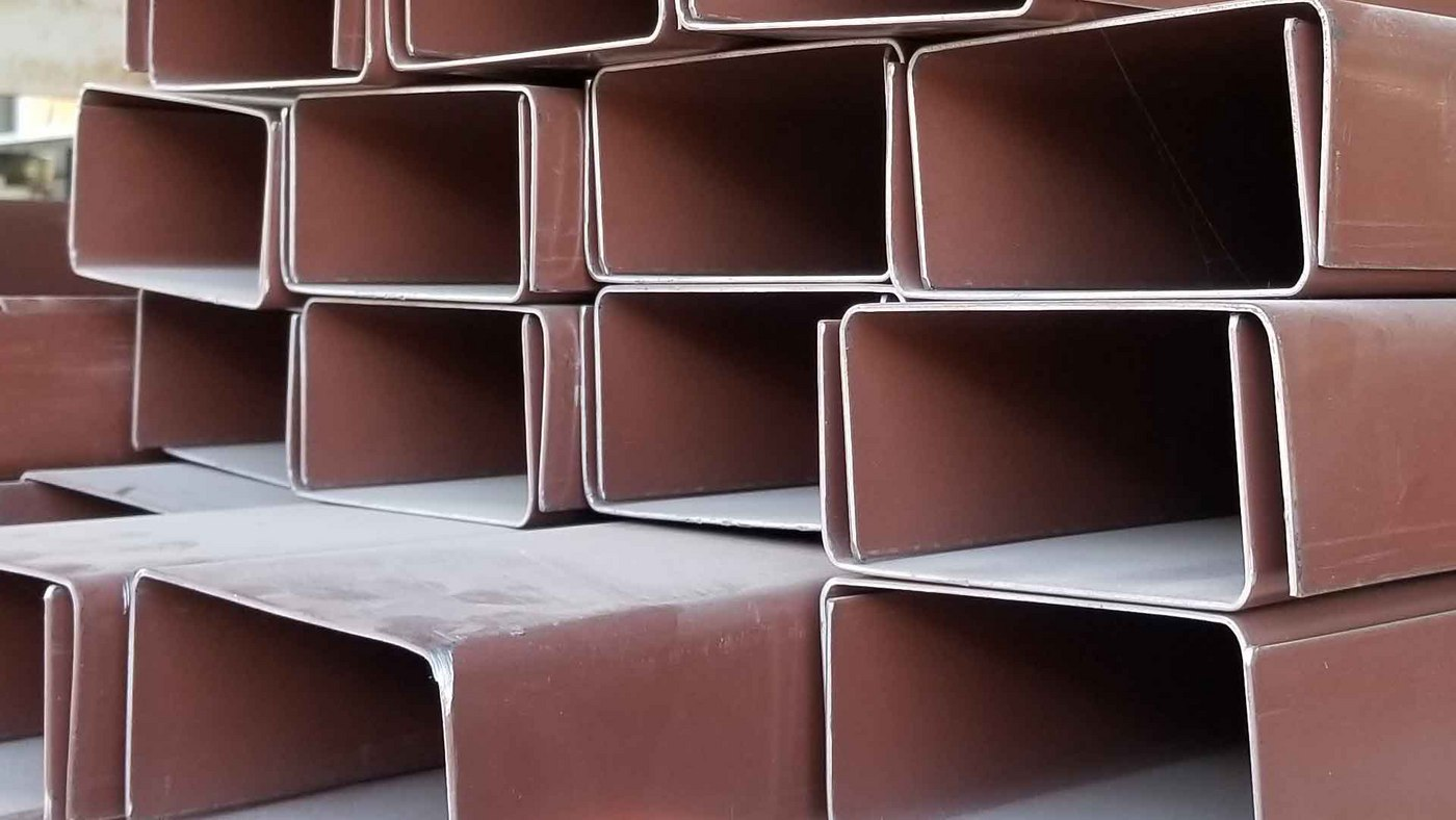 https://f.hubspotusercontent30.net/hubfs/6069238/images/category-pages/metal-purlins/red-iron-oxide-cee-channel.jpg