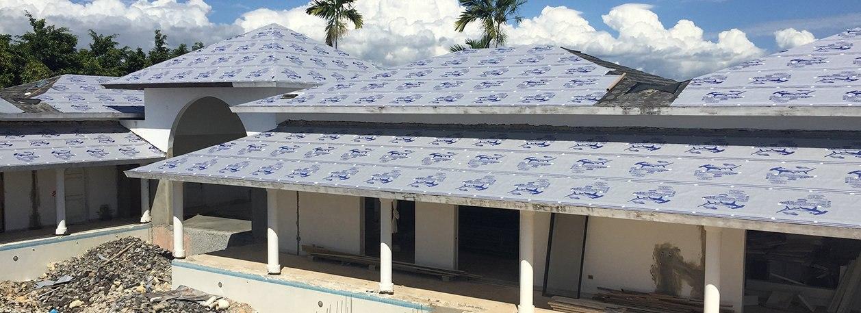 https://f.hubspotusercontent30.net/hubfs/6069238/images/category-pages/roofing-underlayment/sharkskin-ultra-roof-underlayment.jpg