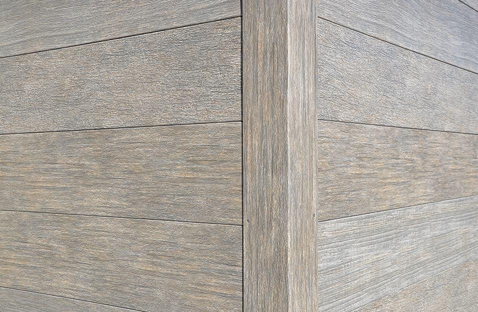 https://f.hubspotusercontent30.net/hubfs/6069238/images/galleries/distressed-wood/01-distressed-wood-trim-shot.jpg